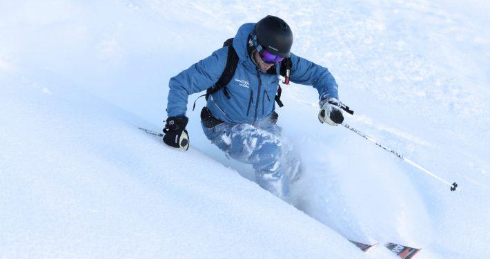 Val Thorens, Francia. Skipodium. Maestro di sci in neve fresca