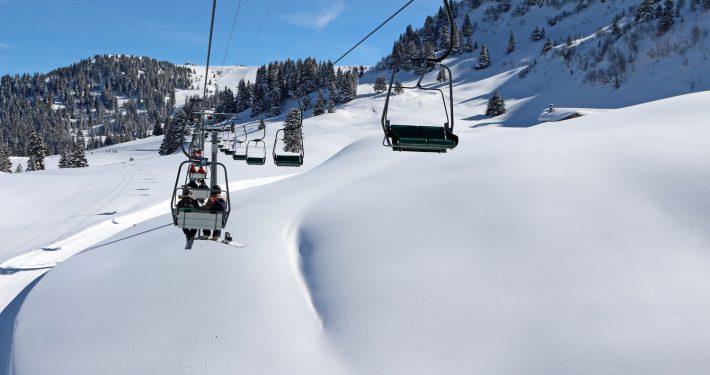neige fraîche sur les pistes - Villars-Gryon, Suisse.